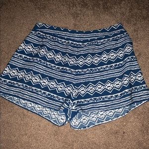 💙trendy shorts💙item must go- accepting offers